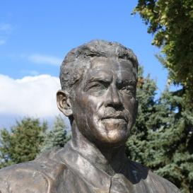Dr. Szarka Ödön szobor